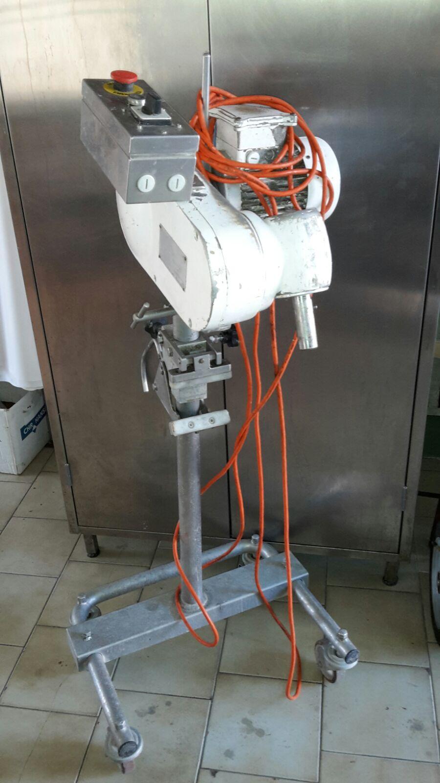 N.1110 AGITATORE CAVECCHI MOBILE SU CARRELLO PER SPINO ELETTRICO USATO